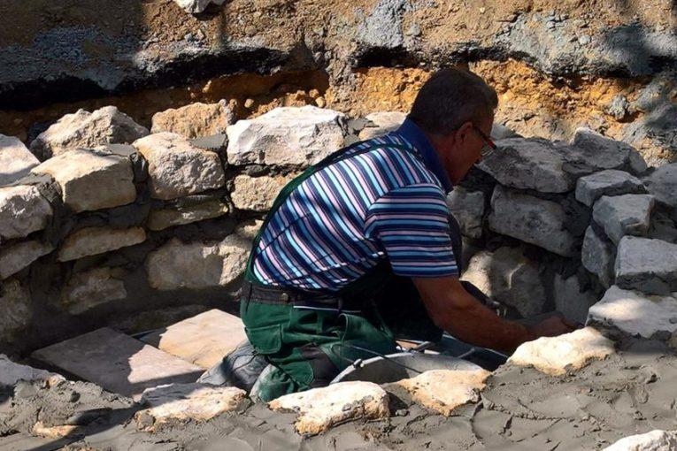 Brunneninitiative: Historischer Brunnen fast fertiggestellt