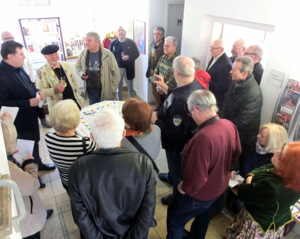 Großes Interesse bei der Ausstellungseröffnung im Foyer der Ortsverwaltung Mainz-Laubenheim